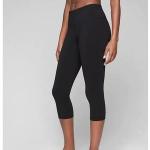 Athleta Black Chaturanga Capri Leggings cropped